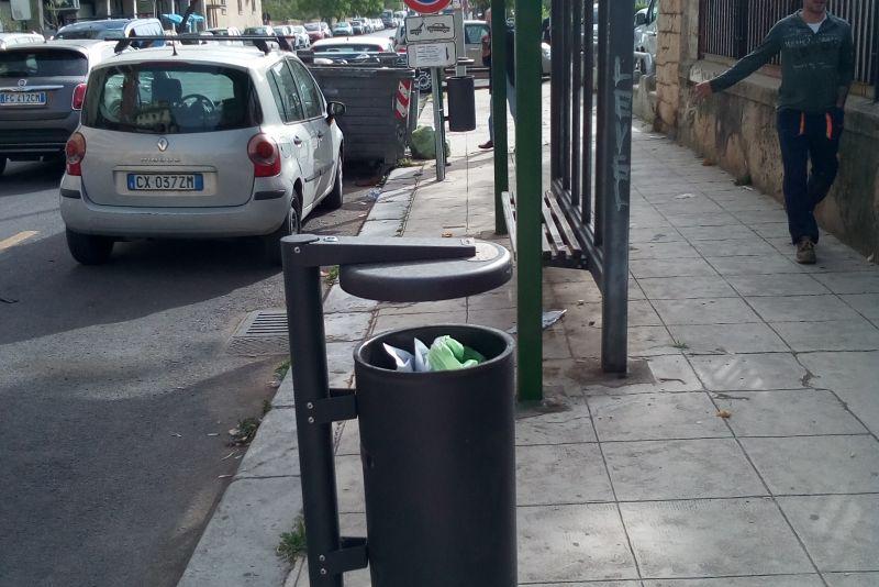 Realizzazione di cestini a palo verniciati per la città di Palermo