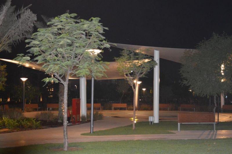 Arredo completo di panchine, tavoli pic nic, cestini e portabiciclette ad Abu Dhabi